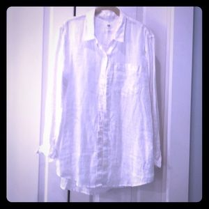 White Gap linen boyfriend shirt